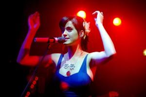 Katy Perry canta
